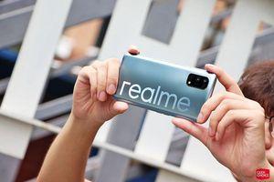 Cận cảnh smartphone 5G rẻ nhất thế giới, bộ 4 camera gây ấn tượng