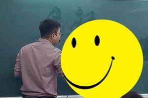 Đám học trò trong lớp náo loạn bởi hành động 'quá đỗi dễ thương' này của thầy giáo