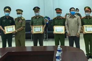 Chính quyền huyện Sê Pôn, tỉnh Savannakhet khen thưởng lực lượng chữa cháy chợ Karon tại Lào