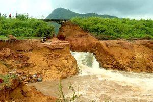 Động đất, mưa lũ dồn dập: Hàng trăm hồ đập nguy cơ thành 'bom nước'