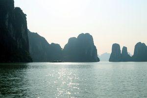 Cảnh đẹp khu vực Cặp Táo - Vạn Bội trên Vịnh Hạ Long