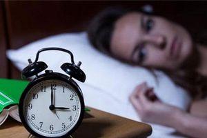 Thức dậy giữa đêm cảnh báo nguy cơ bốn loại bệnh