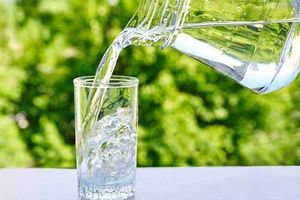 Chuyên gia cảnh báo kiểu uống nước dễ gây ngộ độc, nhiều người tưởng tốt mà vô tư làm theo