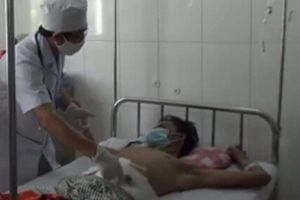 Thanh niên bị lưỡi máy cắt cỏ văng trúng bụng, đứt nhiều đoạn ruột