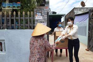 Tặng 10.000 khẩu trang cho người dân Sa Huỳnh
