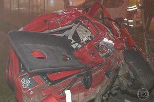 Khói từ đám cháy cản trở tầm nhìn, gây ra tai nạn giao thông thảm khốc
