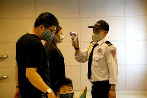 Chung cư ở Hà Nội đồng loạt tăng cường biện pháp chống COVID-19