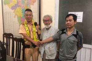 Đi lạc xuyên thành phố, cụ ông được Cảnh sát giao thông phát hiện giúp đỡ