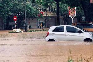 Mưa lớn, nhiều tuyến phố tại TP Vĩnh Yên ngập nặng