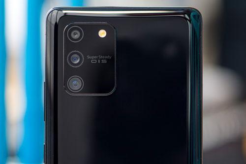 Samsung Galaxy S10 Lite giảm giá 'sập sàn' tại Việt Nam