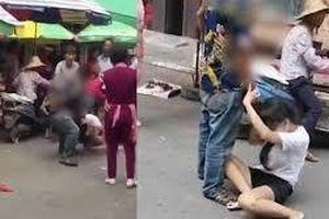 Chồng đánh vợ dã man ngay giữa chợ, người xung quanh chỉ đứng chỉ trỏ và lấy điện thoại ra quay