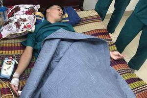 Nhói lòng hình ảnh các y bác sĩ, nhân viên y tế ở Đà Nẵng kiệt sức