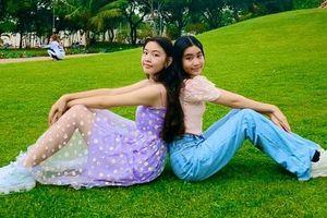 Bất chấp cam thường, 2 công chúa nhà MC Quyền Linh vẫn đẹp 'hút hồn'