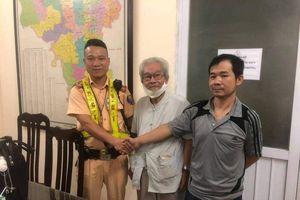 CSGT Hà Nội phát hiện cụ ông 85 tuổi bị lẫn, đi lạc hơn 10 km