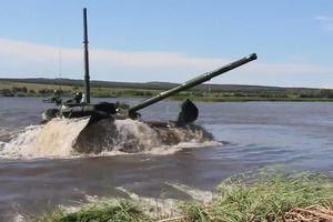 Xe tăng T-72B3 của Nga vượt sông sâu 5 mét như tàu ngầm