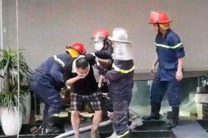 Cứu 5 người mắc kẹt trong đám cháy lúc sáng sớm