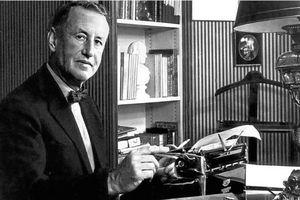 Ian Fleming tạo ra điệp viên 007 như thế nào?