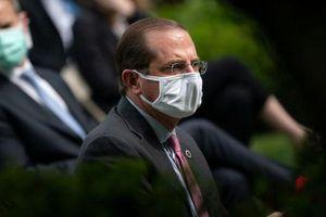 Bộ trưởng Y tế Mỹ phải xét nghiệm, đeo khẩu trang khi thăm Đài Loan