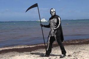 'Thần chết' xua đuổi du khách ở bãi biển Mexico giữa dịch Covid-19