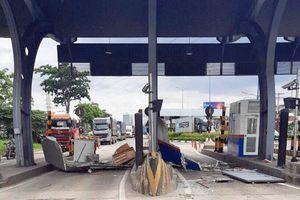 Container phá nát một ca bin bán vé tại trạm thu phí ở TP Hồ Chí Minh