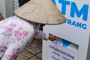'ATM khẩu trang' miễn phí đầu tiên ở TP HCM vừa hoạt động