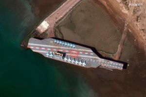 'Tàu sân bay' của Iran bị chìm, chặn mất đường thủy quan trọng