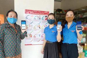Lâm Đồng trao tặng hơn 20 nghìn khẩu trang và nước sát khuẩn