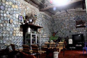Lão thợ mộc Vĩnh Phúc trang trí nhà ở từ 10.000 bát đĩa cổ