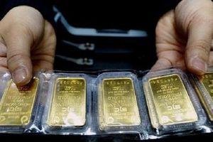 Giá vàng thay đổi từng phút, lên đỉnh mới 62 triệu đồng/lượng
