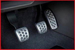 Sử dụng chân côn khi lái xe số sàn như thế nào cho đúng?