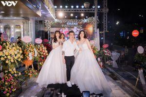Á hậu Phương Nga mặc váy cưới kiêu sa, tự tin sải bước trên sàn catwalk