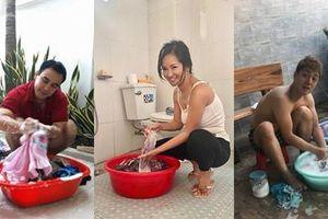 Khoảnh khắc hiếm: Sao Việt cặm cụi ngồi giặt quần áo bằng tay