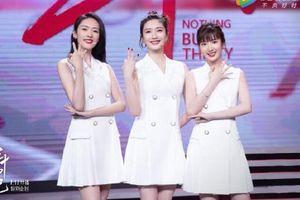 Chọn đồng phục váy trắng, 3 nữ chính '30 Chưa Phải Là Hết' xinh như nữ sinh trung học