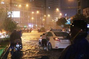 Cơn mưa Sài Gòn nhấn chìm 38 tuyến, có nơi ngập 6,5 tiếng