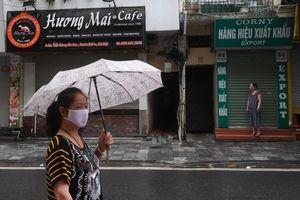 Hàng loạt cửa hàng trên phố cổ Hà Nội ế ẩm phải đóng cửa