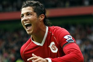 Vụ Ronaldo suýt rời MU năm 2006 được tiết lộ