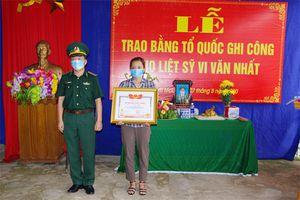 Trao bằng Tổ quốc ghi công cho Liệt sĩ Vi Văn Nhất và Liệt sĩ Nguyễn Thành Chủng