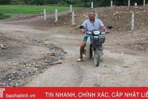 Đường thôn 'hết đát', người dân xóm núi Hà Tĩnh cơ khổ!