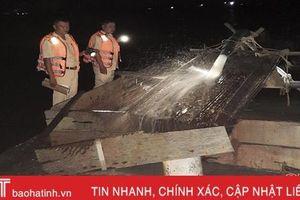CSGT đường thủy Hà Tĩnh bắt 2 vụ khai thác cát trái phép trong đêm