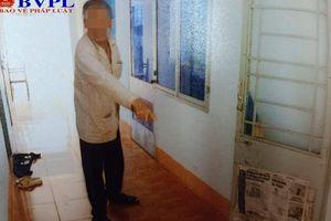 Cụ ông 73 tuổi bị khởi tố vì dùng gậy đánh liên tiếp vào cụ bà