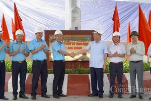 Công ty Tuyển than Hòn Gai gắn biển công trình Bến hàng hóa và than bùn cảng Làng Khánh