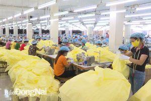 Tổng công ty May Đồng Nai xuất khẩu 40 triệu bộ đồ bảo hộ phòng, chống dịch Covid-19