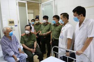 Thứ trưởng Nguyễn Văn Thành thăm hỏi các đồng chí nguyên lãnh đạo Bộ Công an