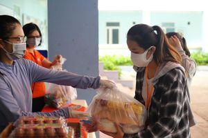 Trường học cứu trợ sinh viên ngoại tỉnh mắc kẹt ở tâm dịch Đà Nẵng