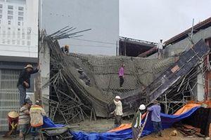 Phú Yên: Giàn giáo công trình bị đổ sập