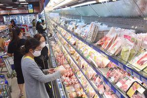 Siêu thị giảm giá nhiều sản phẩm, bán thịt heo không lợi nhuận