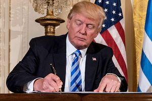 Chữ ký của ông Trump cắt đứt quan hệ kinh tế, công nghệ Mỹ - Trung