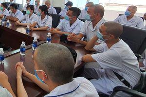 Bác sĩ ở Hải Phòng cạo trọc đầu khi đến tâm dịch Đà Nẵng