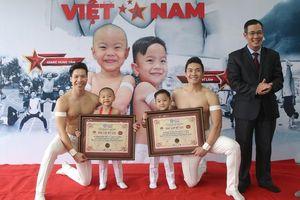Con trai 3 tuổi của Quốc Cơ, Quốc Nghiệp lập kỷ lục Guinness Việt Nam