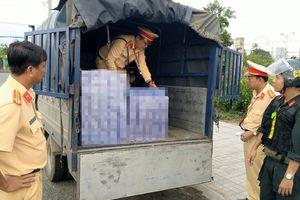 Bắt giữ 3 ô tô tải vận chuyển hơn 4.400 bao thuốc lá lậu